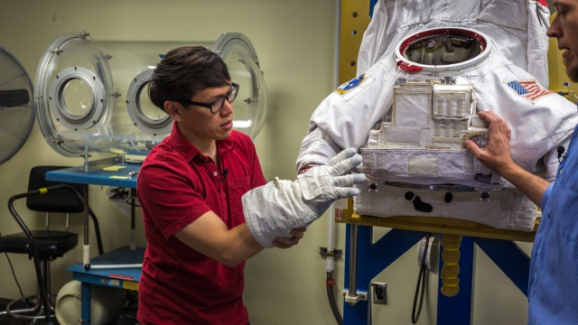 Photo Gallery: Up Close with NASA's EMU Space Suit