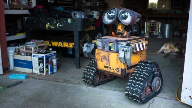 Building A Real Life-Size Wall-E Robot