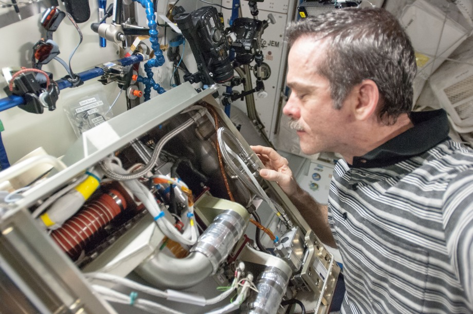 Astronaut (and friend of Tested) Chris Hadfield investigates the Amine Swingbed, an experimental carbon dioxide removal device that now serves in a backup capacity on the ISS.