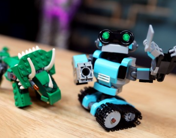 LEGO with Friends: Robots and Dinosaurs with Alonso Martinez
