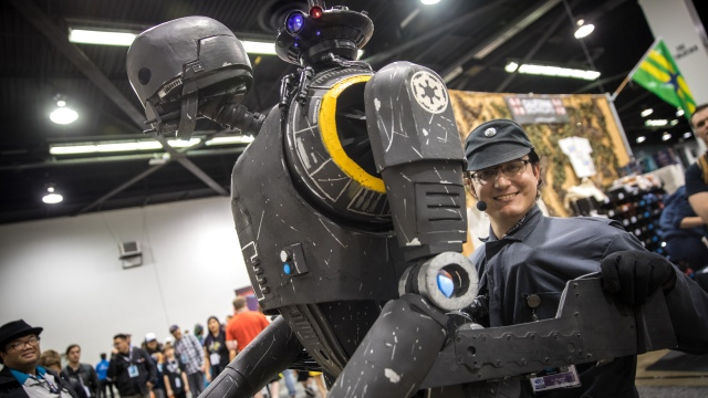 Darren Moser's Life-Size K-2SO Puppet Cosplay