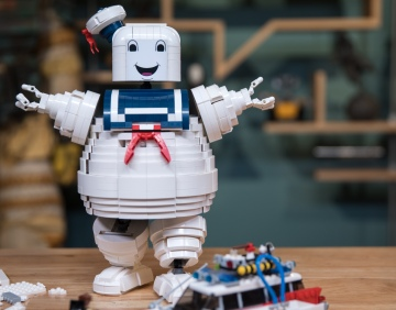 LEGO with Friends: Custom Stay Puft Marshmallow Man!
