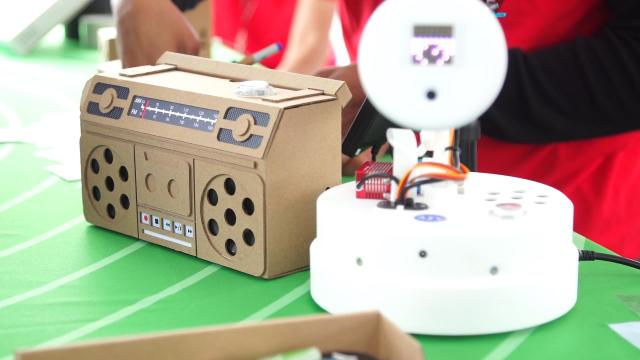 Google AIY Kits for Experimenting with Artificial Intelligence