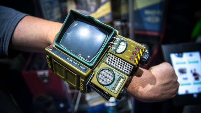 Hands-On with Fallout 76's Pip-Boy Kit!