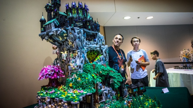 Awesome Animated LEGO Sculpture!