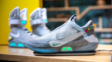 Show and Tell: Nike's Adapt BB Power-Lacing Shoes!