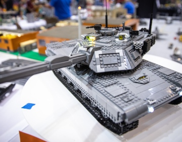 LEGO Abrams Tank that Deploys a Bridge!