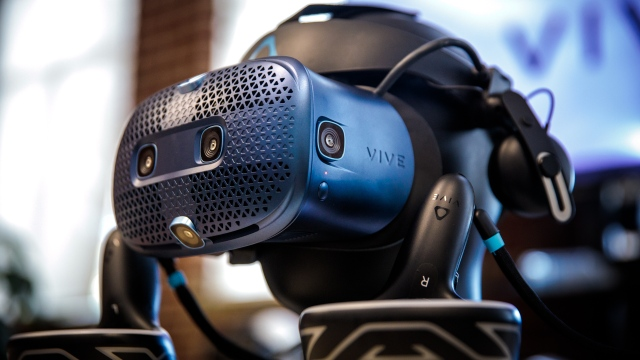 Hands-On with HTC Vive Cosmos VR Headset!