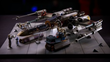 Model Behavior: X-Wing Cutaway Model Kit!