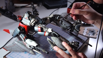 Show and Tell: Weathering a Transformers Blitzwing Figure!
