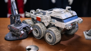Filming Model Miniatures from Moon (2009)