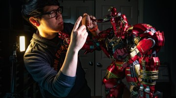 iPhone vs DSLR Figure Photography with Hot Toys Hulkbuster!