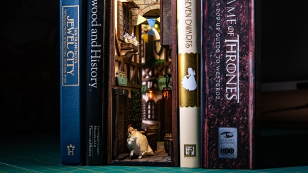 Show and Tell: Medieval Alleyway Book Nook Diorama!
